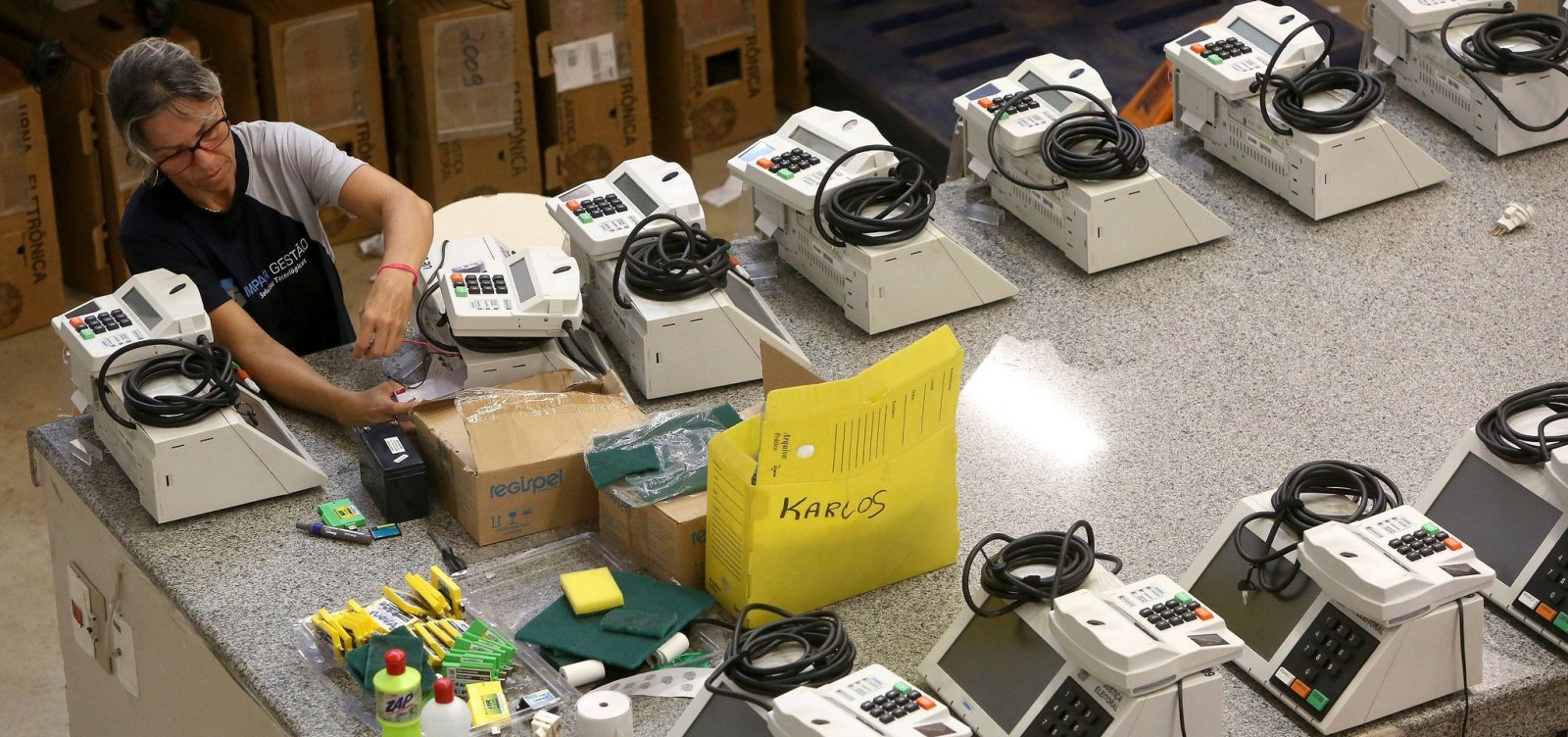 [TSE substitui 310 urnas com problemas em todo o Brasil]
