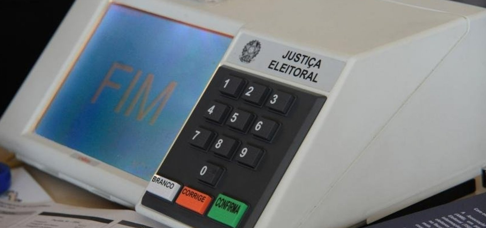[Mesária é presa após divulgar boato sobre suposta fraude em urna]
