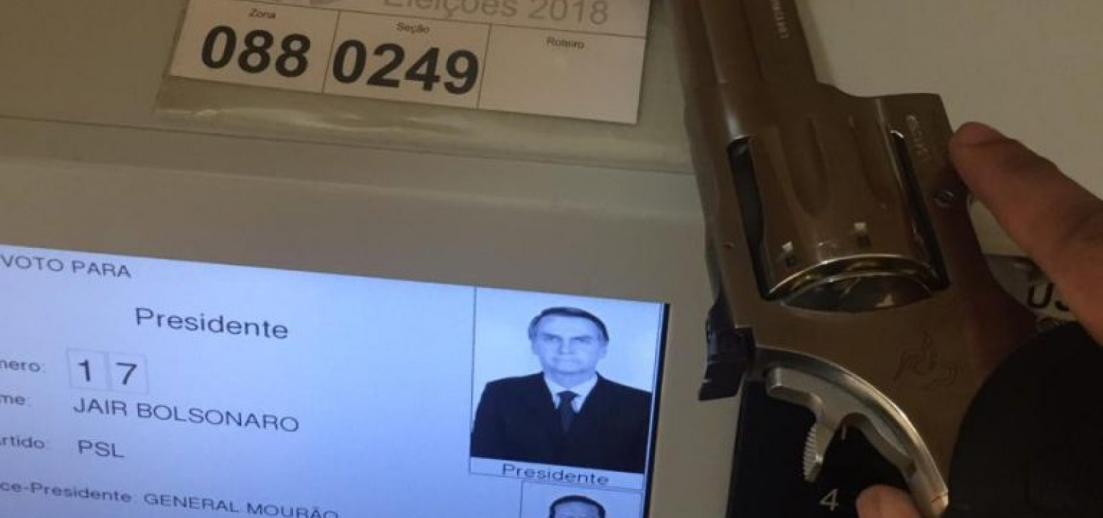 [Vídeo mostra eleitor de Bolsonaro armado na cabine de votação]
