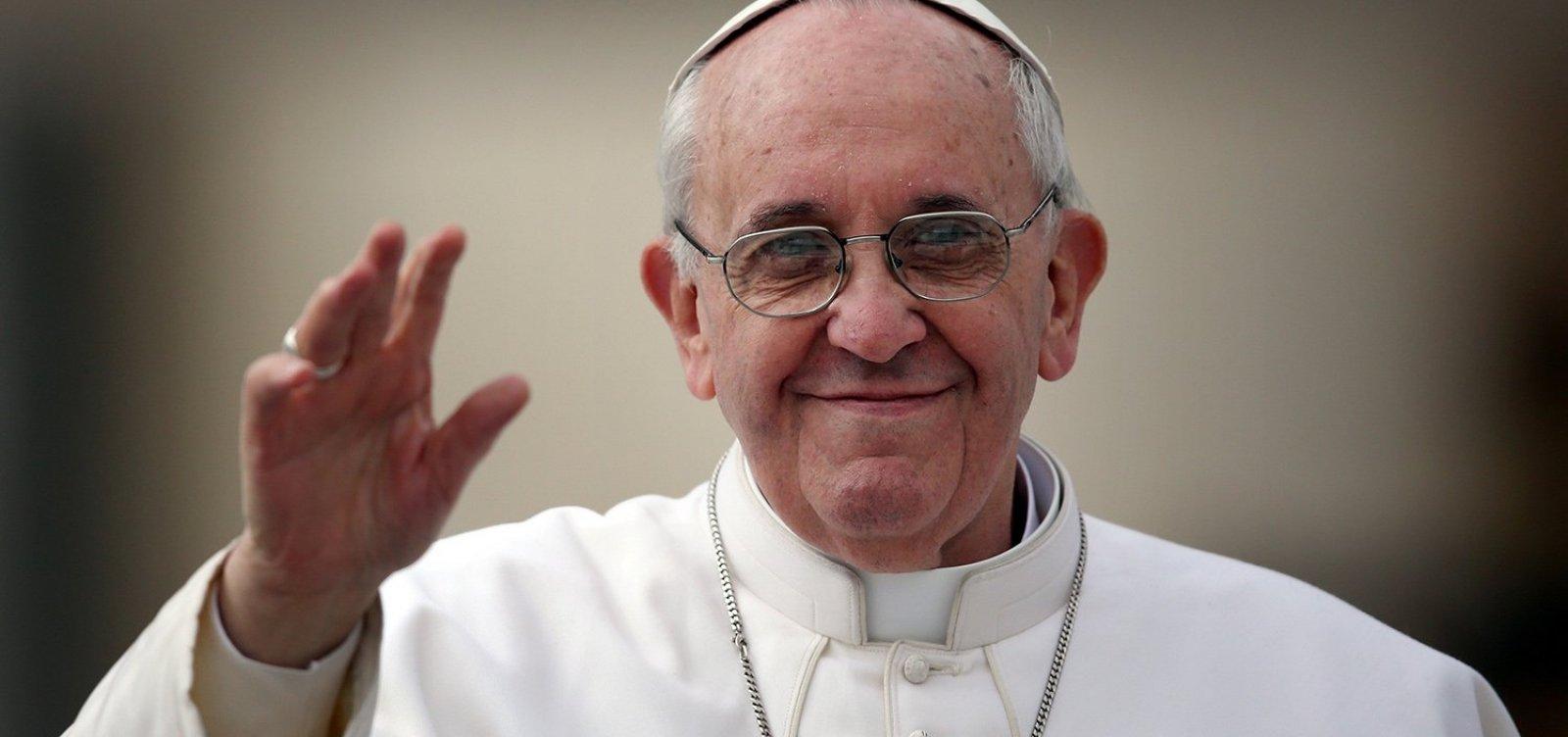 [Papa Francisco compara o aborto ao uso de 'matador de aluguel']
