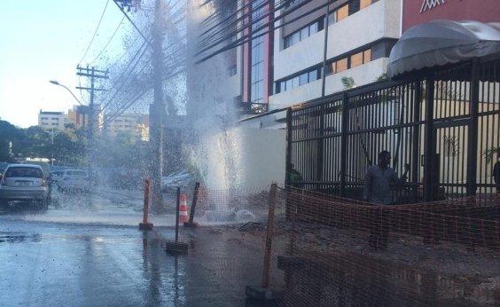 [Vazamento de água causa congestionamento na ACM]