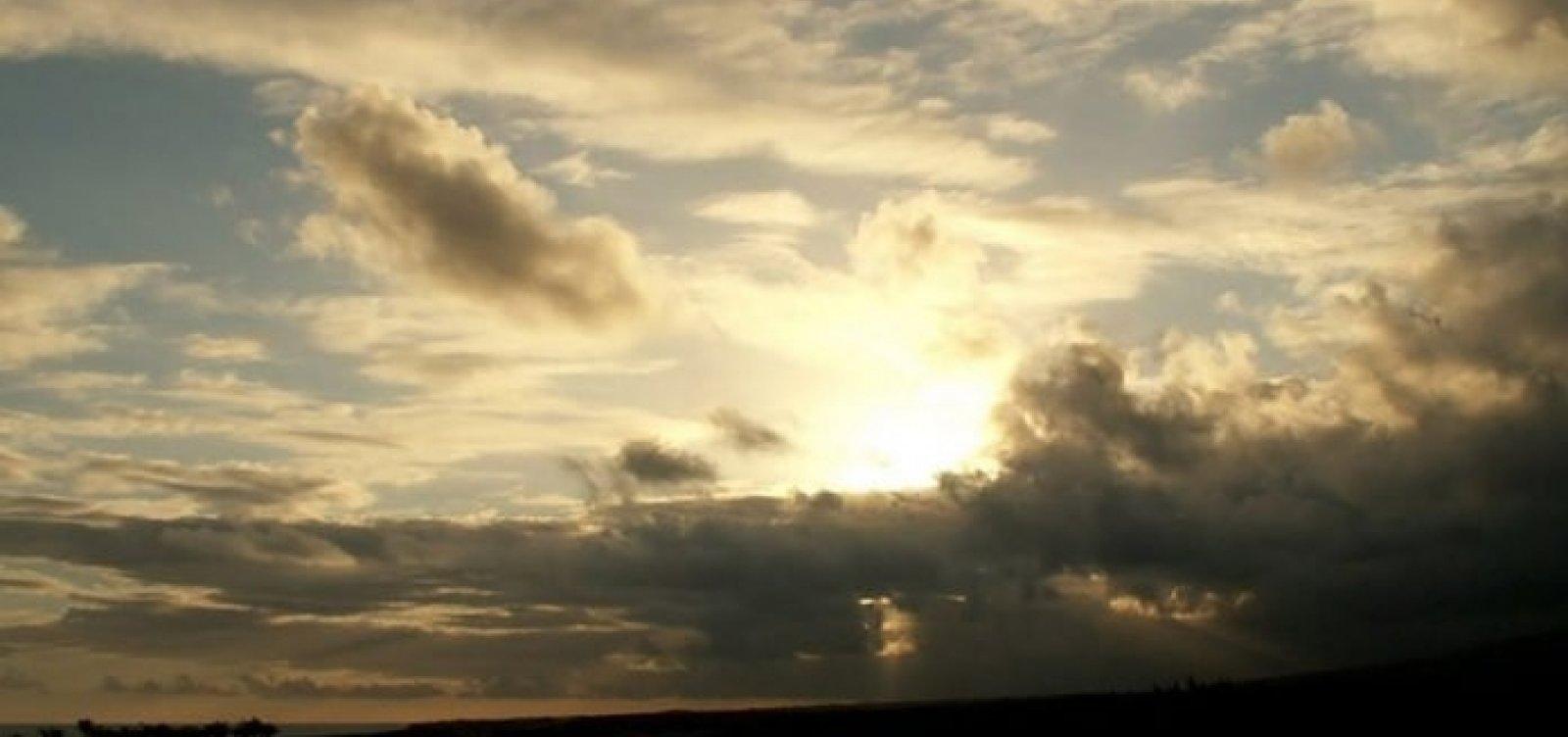 [Feriado prolongado tem previsão de sol entre nuvens em Salvador]