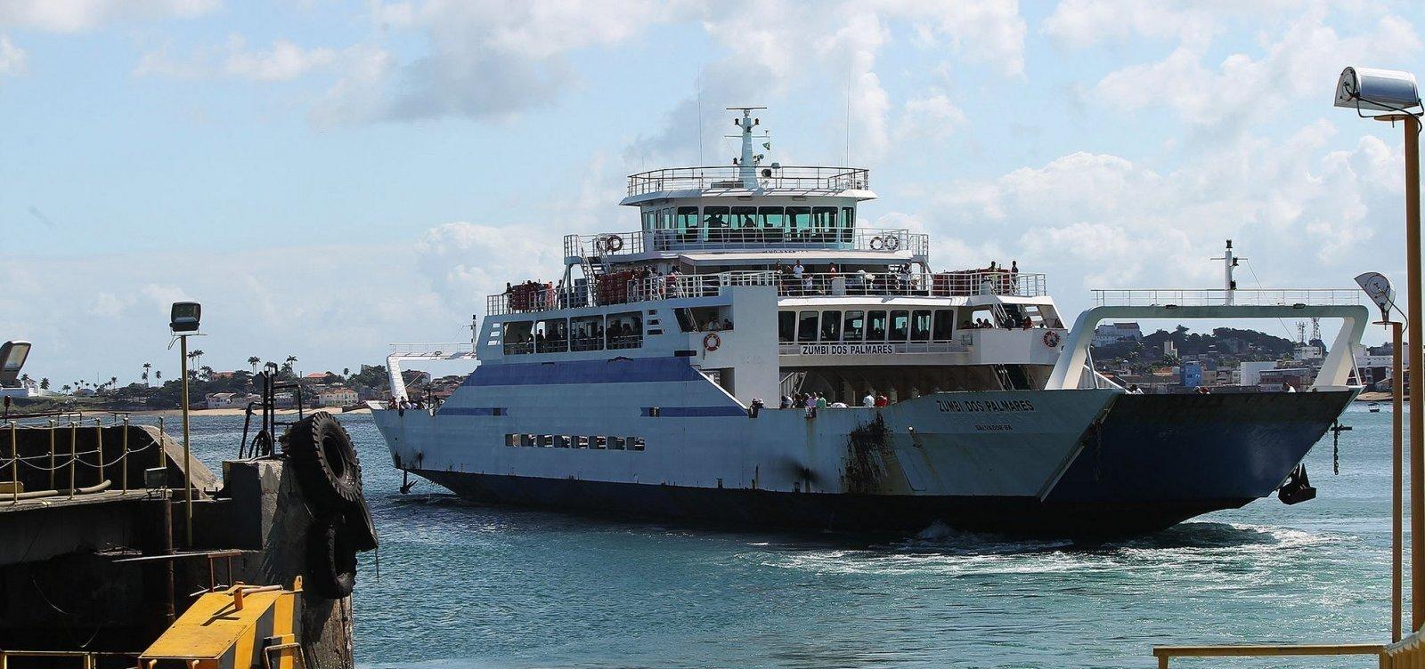 [Ferry-boat tem movimento intenso e viagens a cada meia hora]