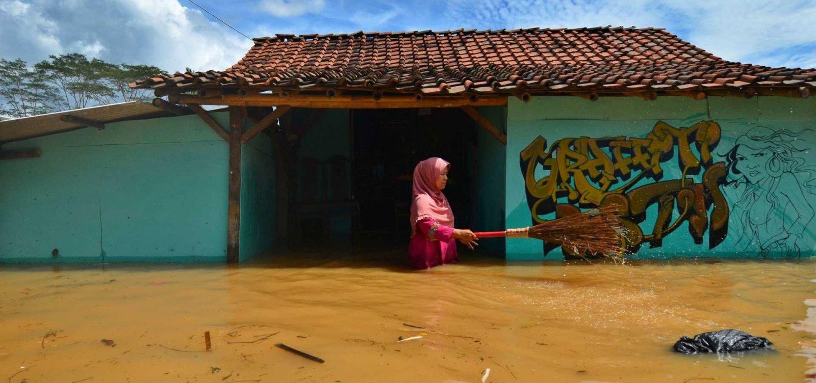 [Forte chuva atinge a Indonésia e deixa pelo menos 22 mortos]