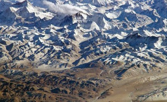 [Tempestade de neve no Nepal deixa pelo menos oito alpinistas mortos]