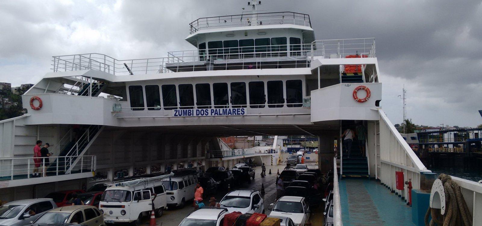 [Volta do feriado: ferry opera com sete embarcações;espera para carro é de 1h30]