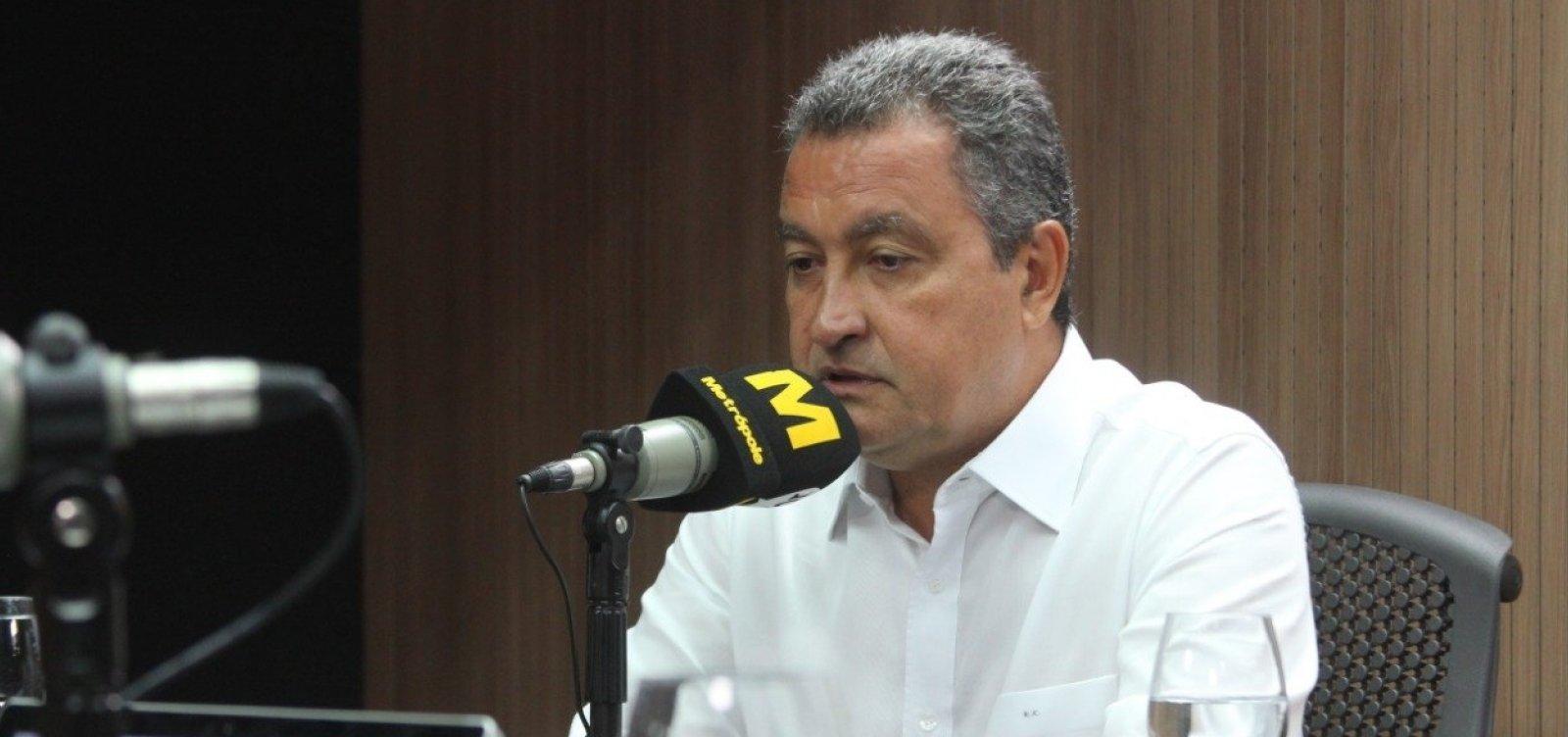 [Rui diz que 'causa repulsa' vídeo que Bolsonaro ensina criança a imitar arma com a mão]