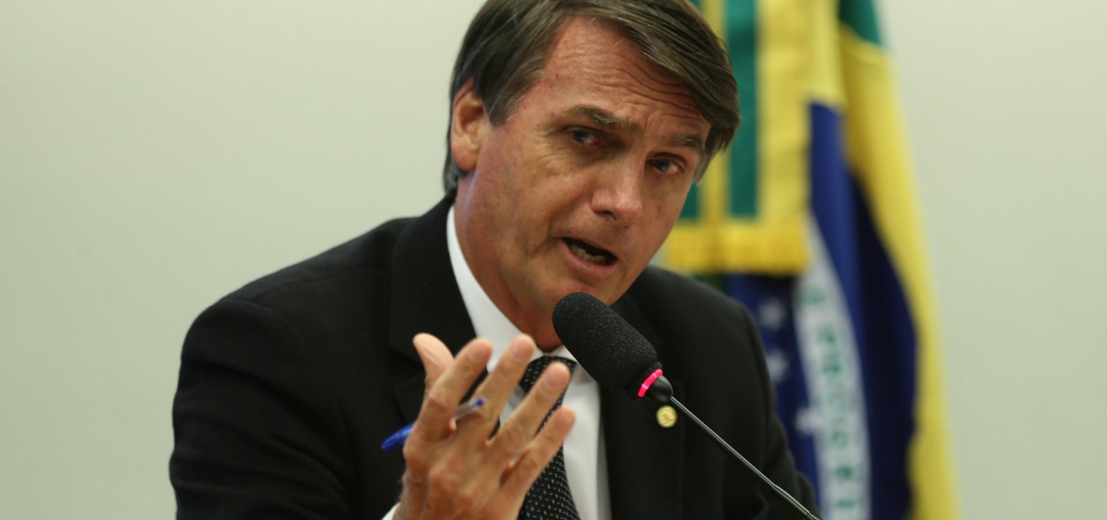 [Bolsonaro diz que objetivo é fazer Brasil como 'era há 40, 50 anos']