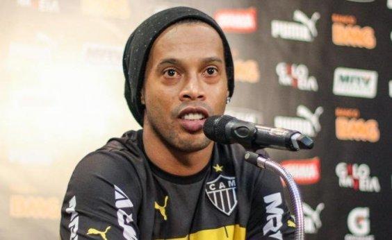 [Barcelona retira status de embaixador de Ronaldinho após apoio a Bolsonaro]