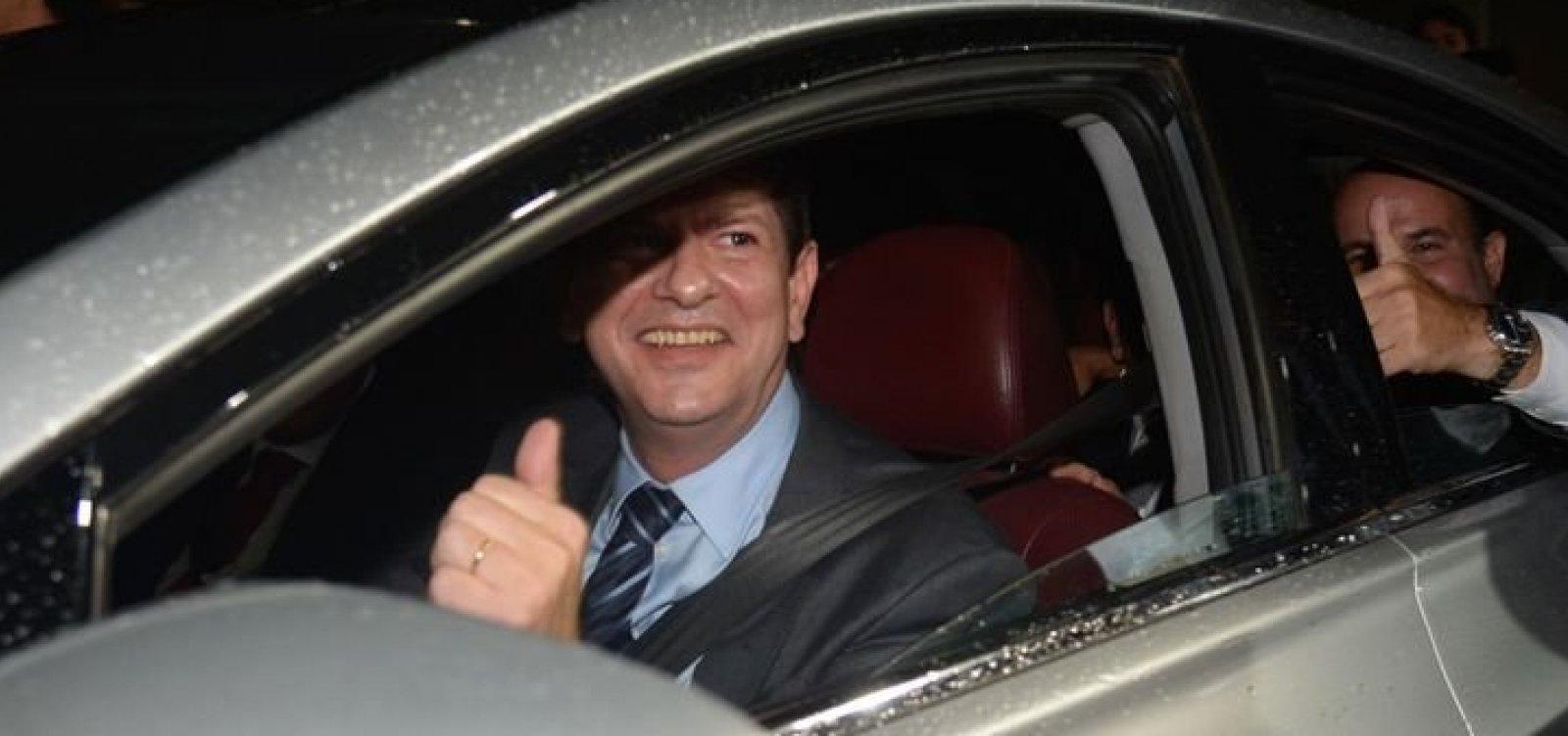[Após fazer críticas, Cid Gomes grava vídeo de apoio a Haddad]