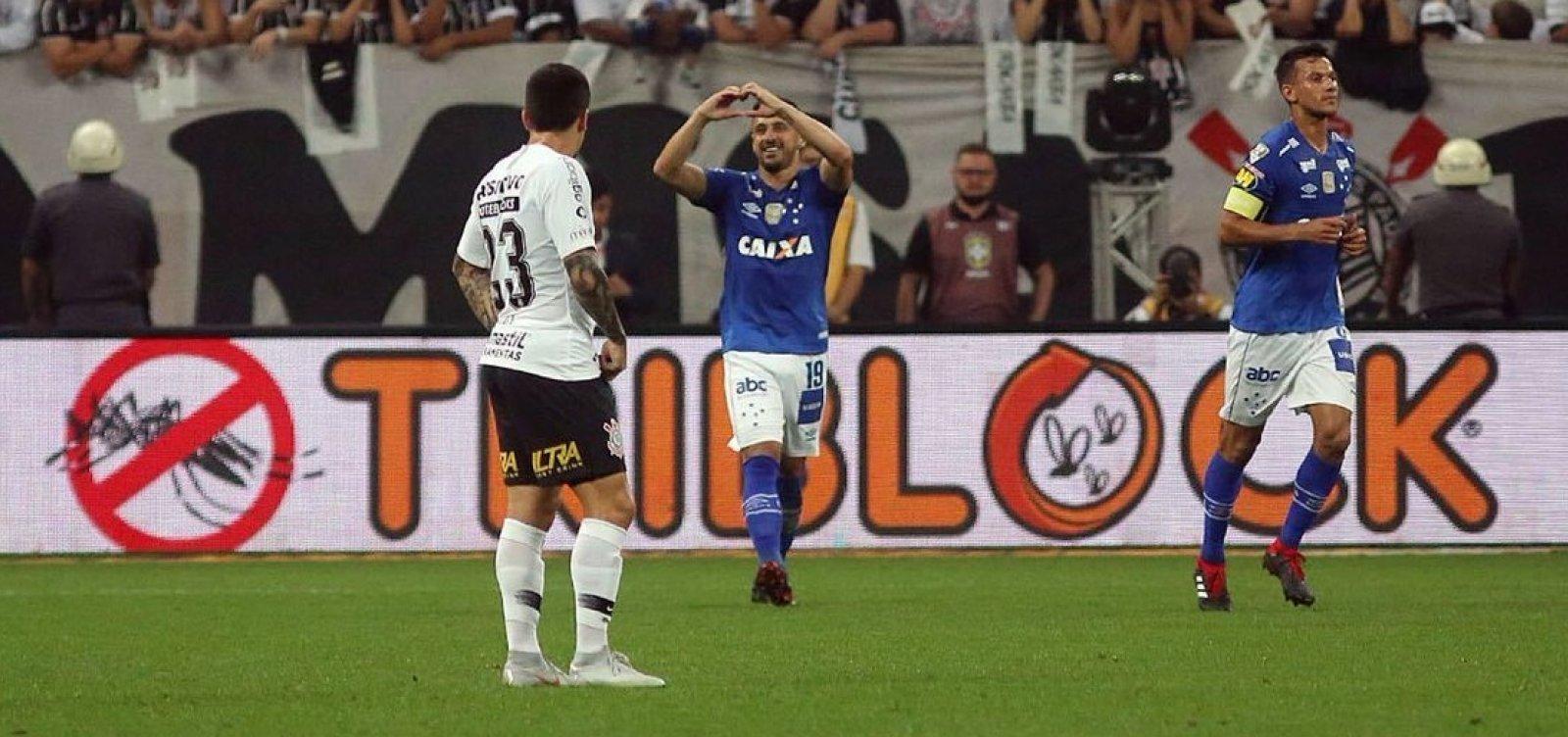 [Cruzeiro bate o Corinthians por 2 a 1 e é campeão da Copa do Brasil]