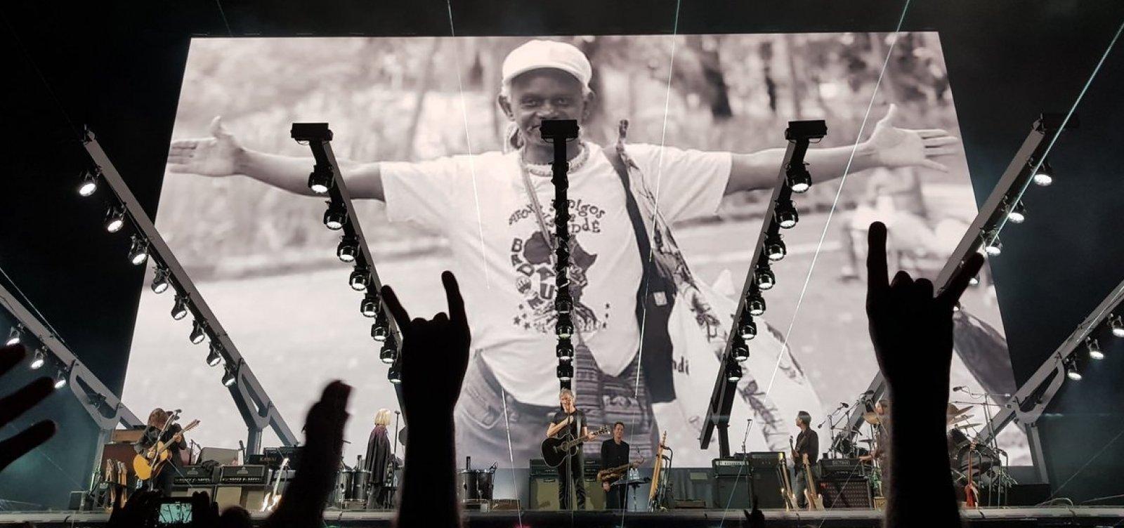 [Roger Waters faz homenagem a Moa do Katendê em Salvador]