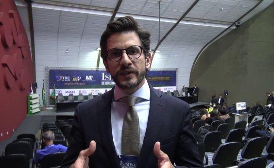 [Advogado de Bolsonaro diz que candidato tem 'pregado paz', e não fake news]