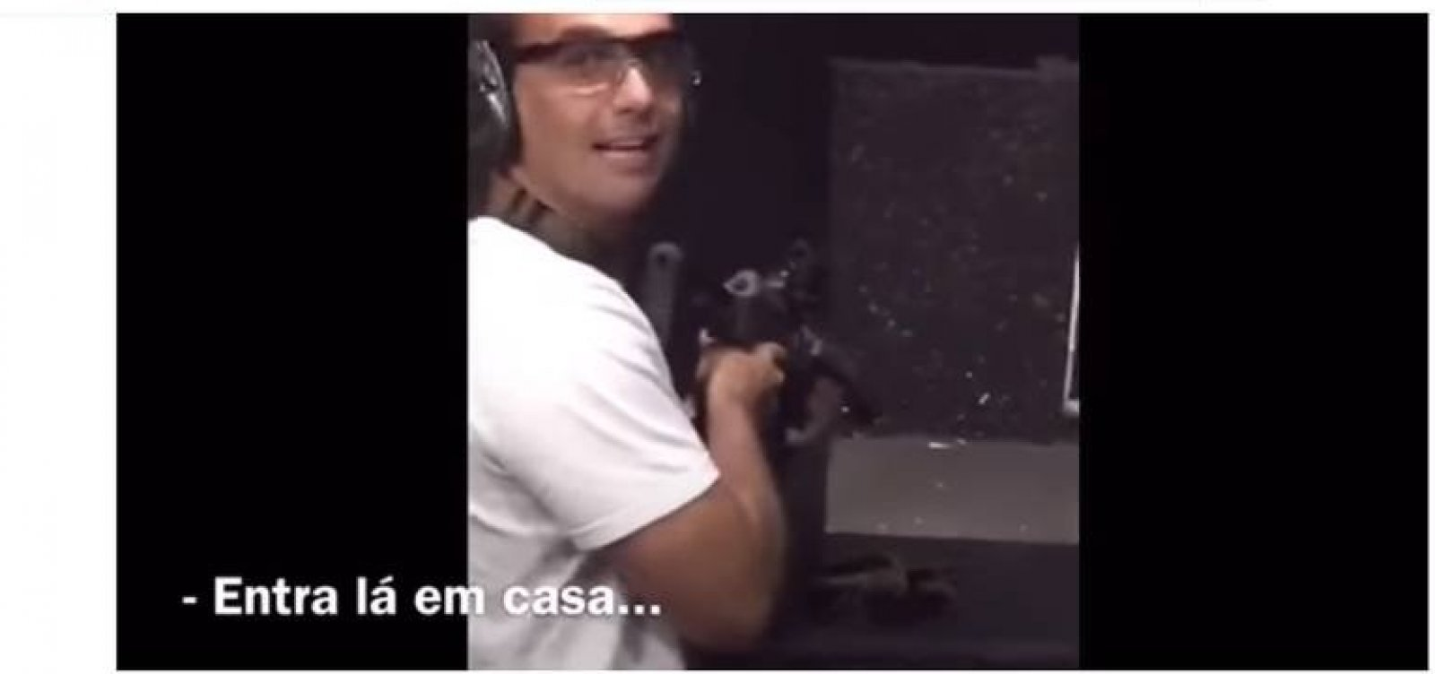 [Câmara pagou voos para filho de Bolsonaro treinar tiro em SC]