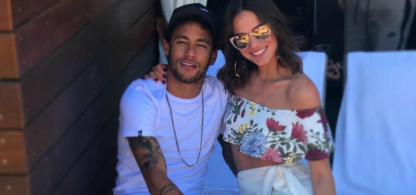 [Após rumores, Bruna Marquezine confirma término com Neymar]