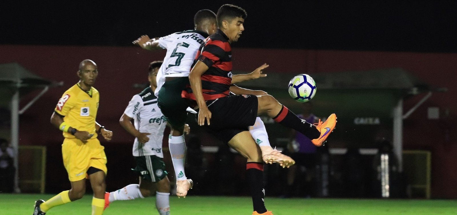 [Final do Brasileirão Sub-20 termina com briga e invasão de campo no Barradão; veja]