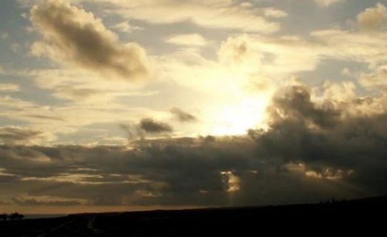 [Fim de semana de sol entre nuvens em Salvador]
