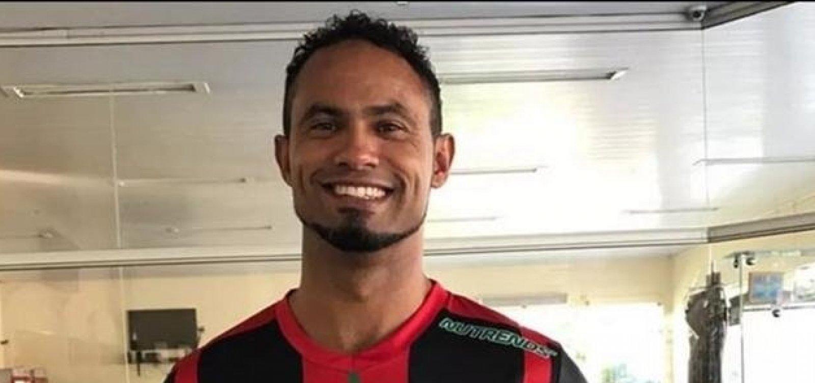 [Justiça cancela benefício de goleiro Bruno após vídeo em bar]
