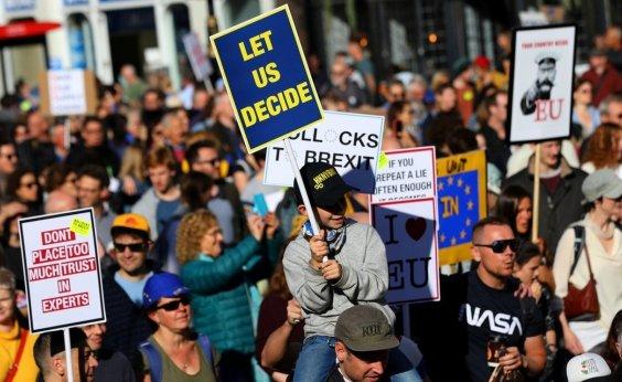 [Milhares de pessoas vão às ruas de Londres em protesto contra o Brexit]