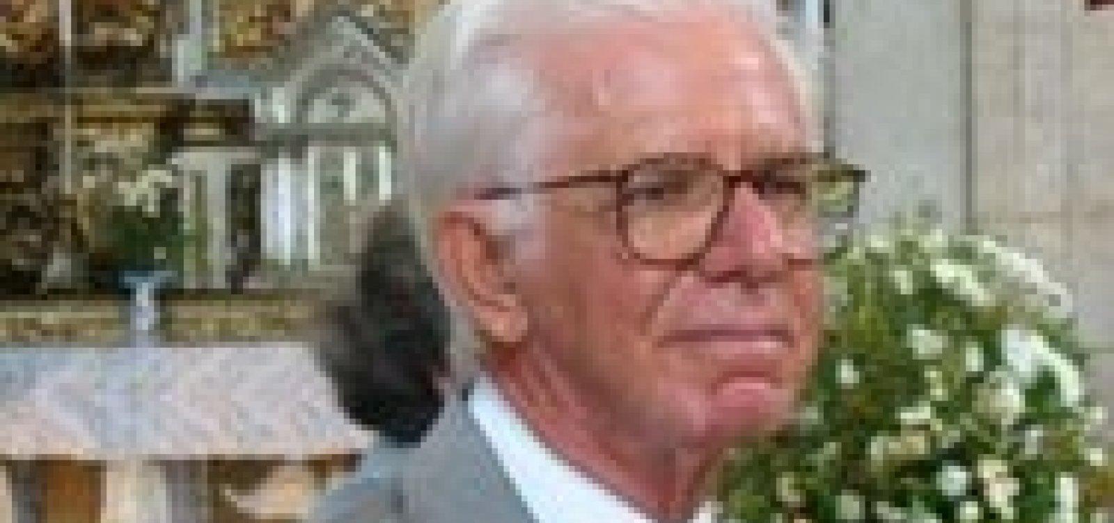 [Médico infectologista Rodolfo Teixeira morre aos 89 anos]