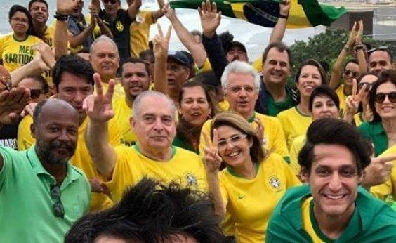 [Pai e mãe de ACM Neto participam de protesto pró-Bolsonaro, mas prefeito não vai]