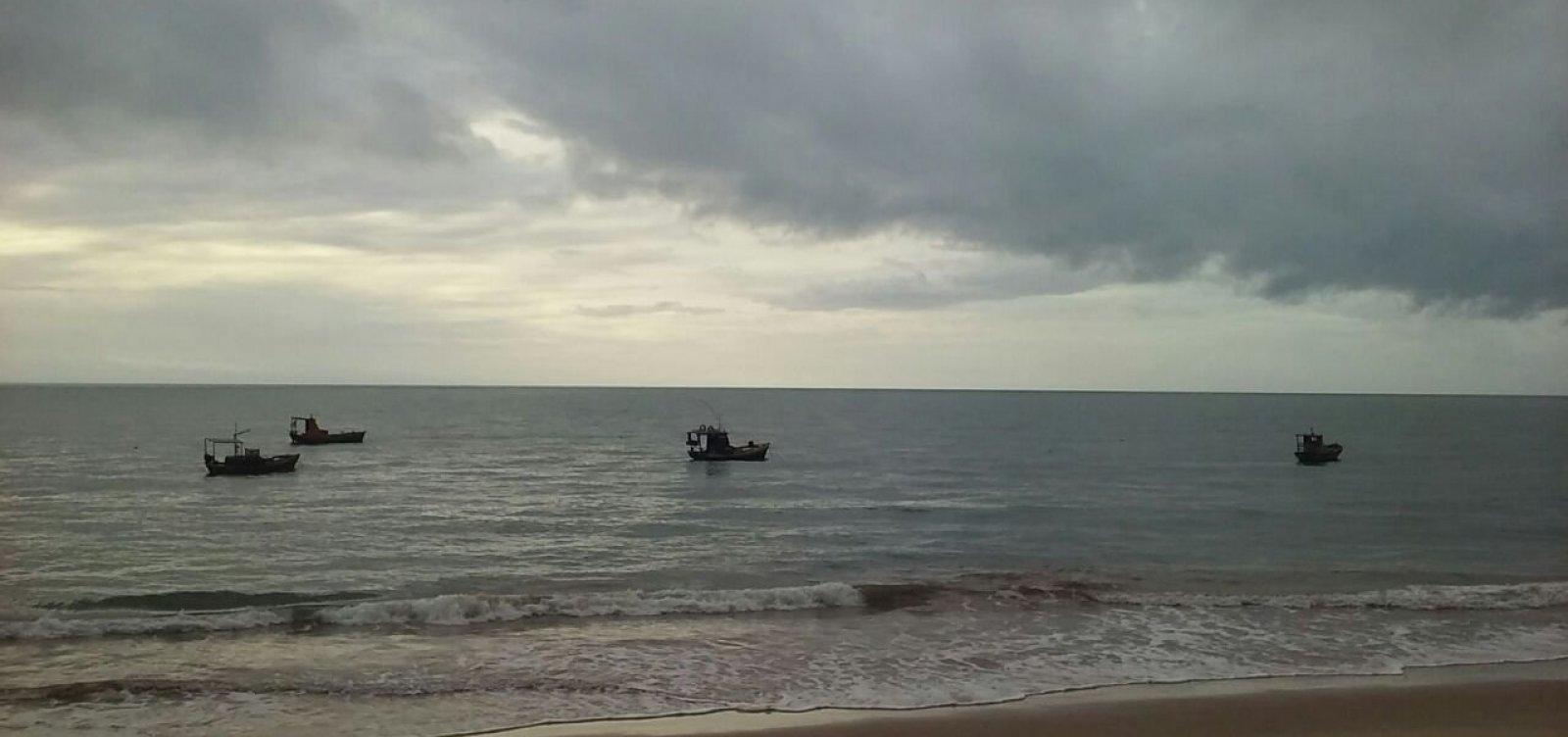 [Semana inicia com sol entre nuvens e chuva em Salvador]