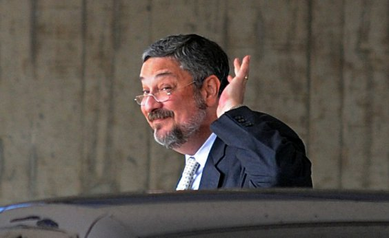 [Palocci acusa Lula de combinar falso testemunho sobre reuniões com delator]