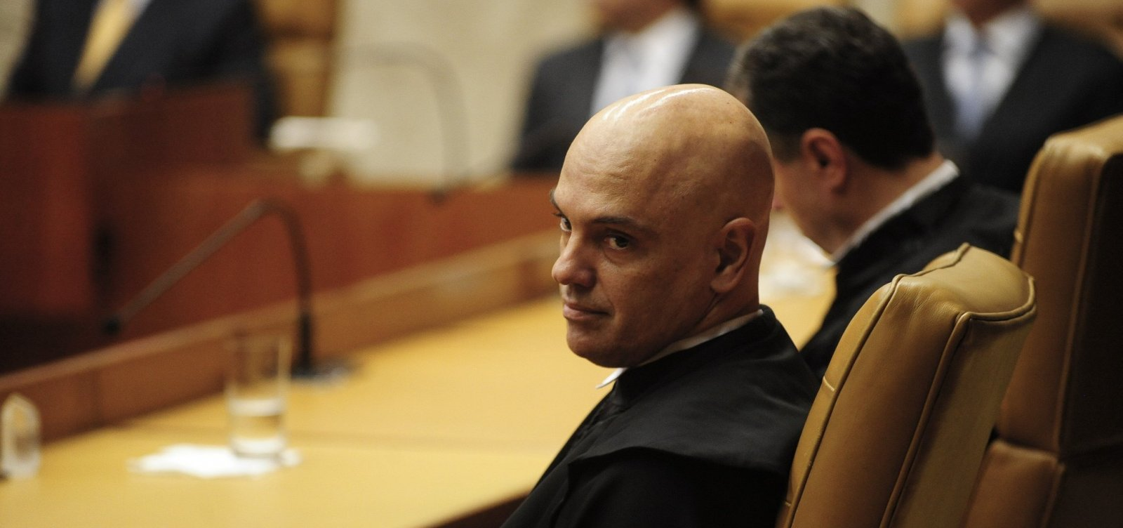 [Alexandre de Moraes solicita investigação sobre fala de Eduardo Bolsonaro sobre fechamento do STF]
