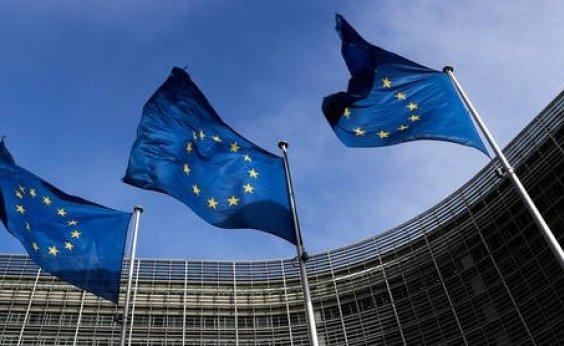 [União Europeia deve decidir como proceder com orçamento italiano amanhã]