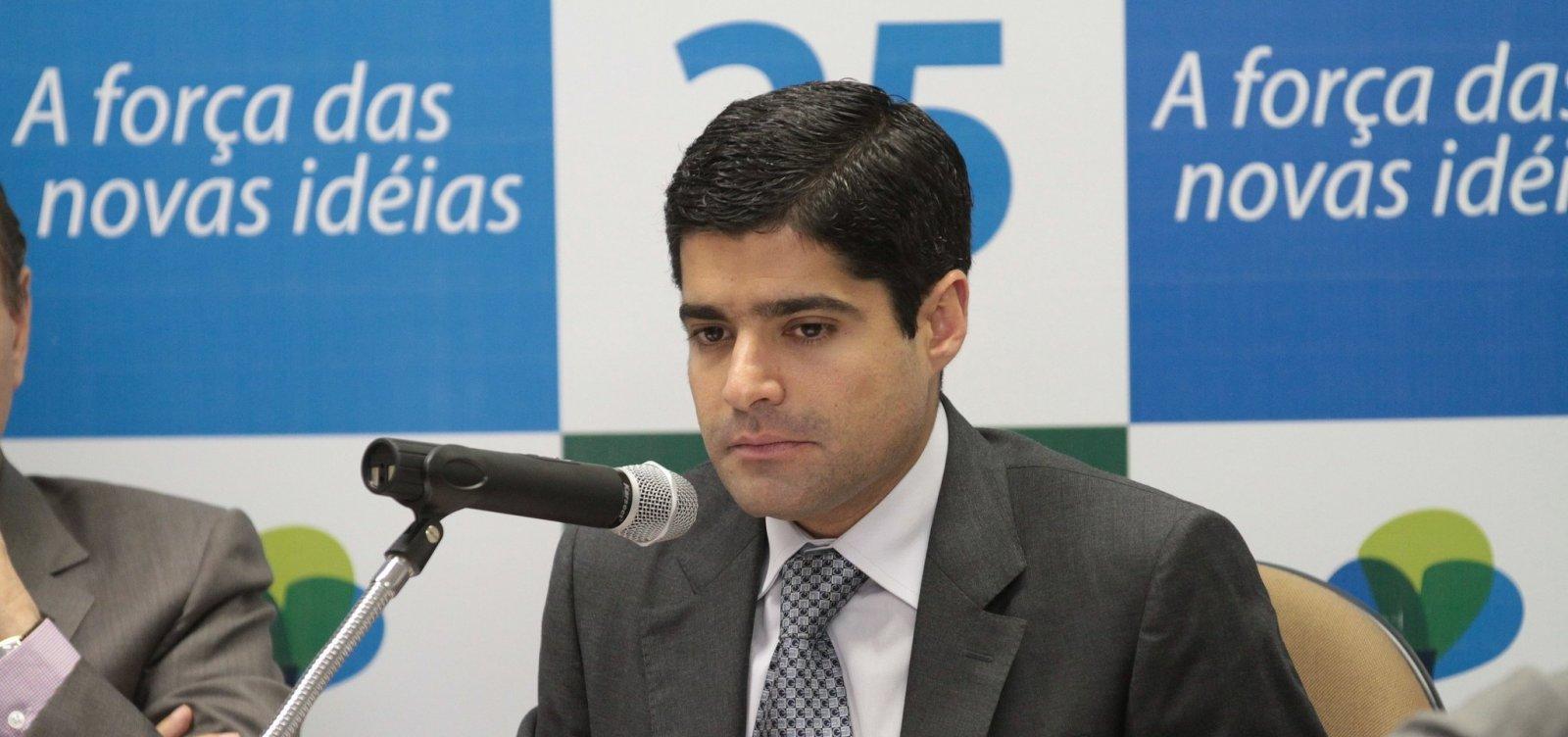 [Declaração do filho de Bolsonaro sobre fechar STF é 'infeliz, inaceitável e descabida', diz ACM Neto]