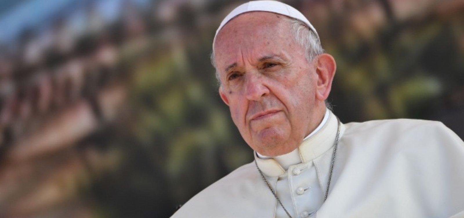 """[Papa alerta para risco de Terceira Guerra Mundial e avanço do populismo, que """"cresce semeando ódio""""]"""