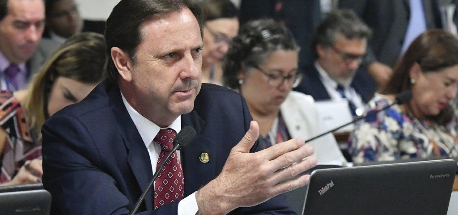 [STF autoriza senador preso a trabalhar no Congresso durante o dia]