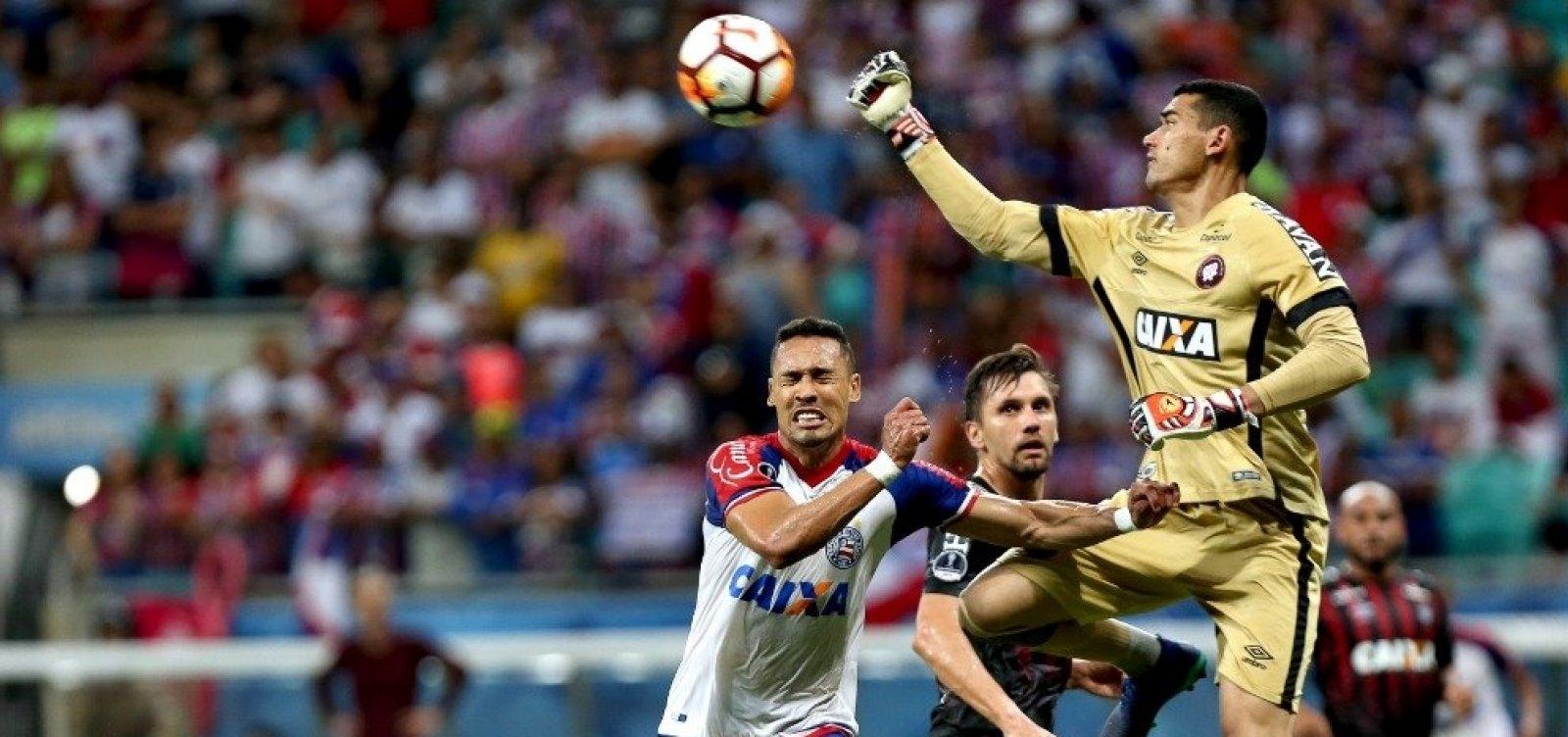 [VAR rouba a cena e Bahia perde para o Atlético-PR por 1 a 0 na Sul-Americana]