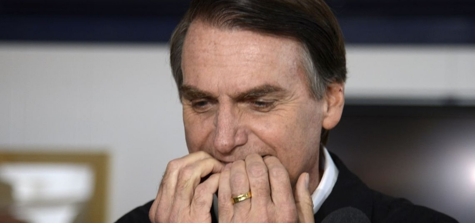 [Para ampliar eleitorado, Bolsonaro volta atrás em propostas ]