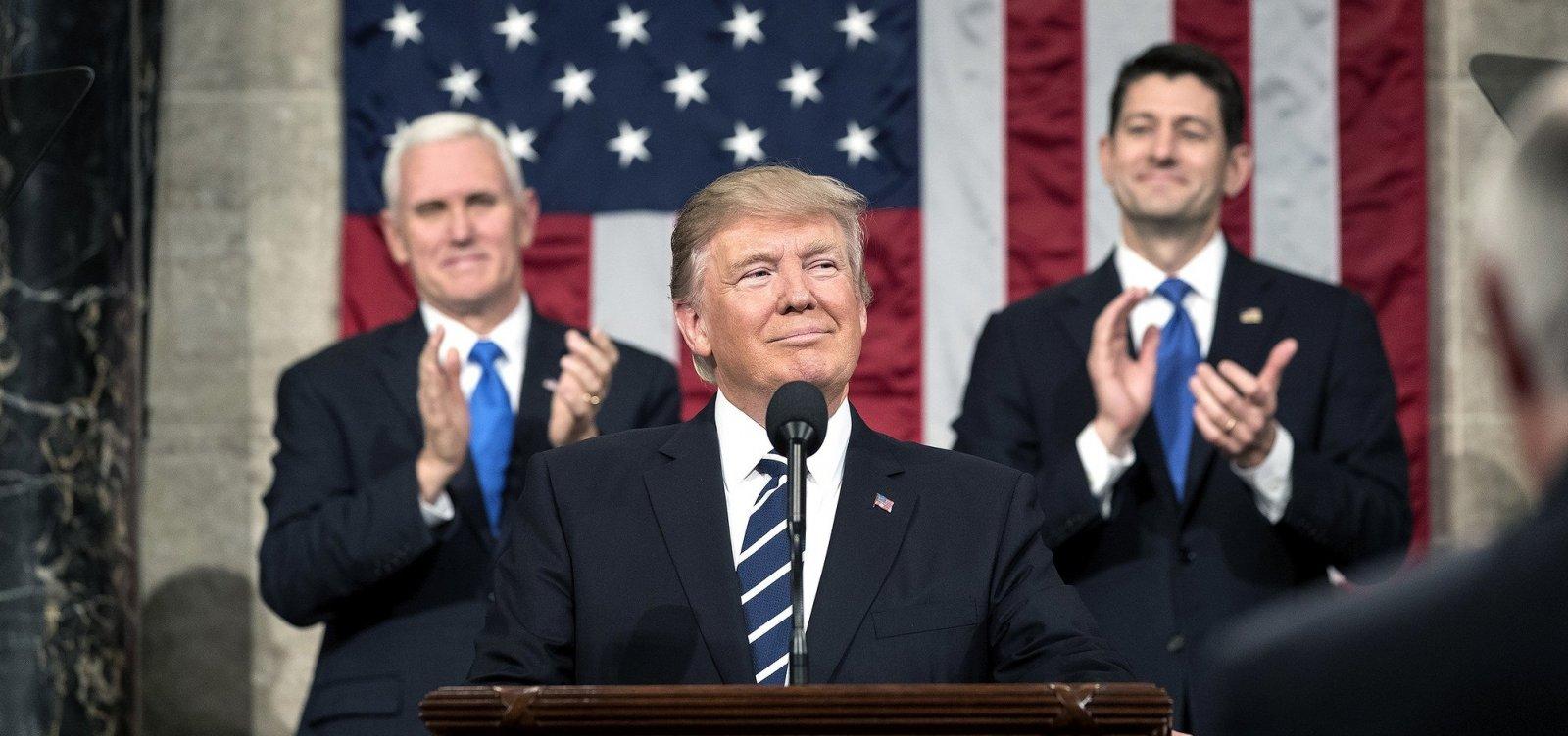 [Chineses e russos espionam celular de Trump, diz jornal]