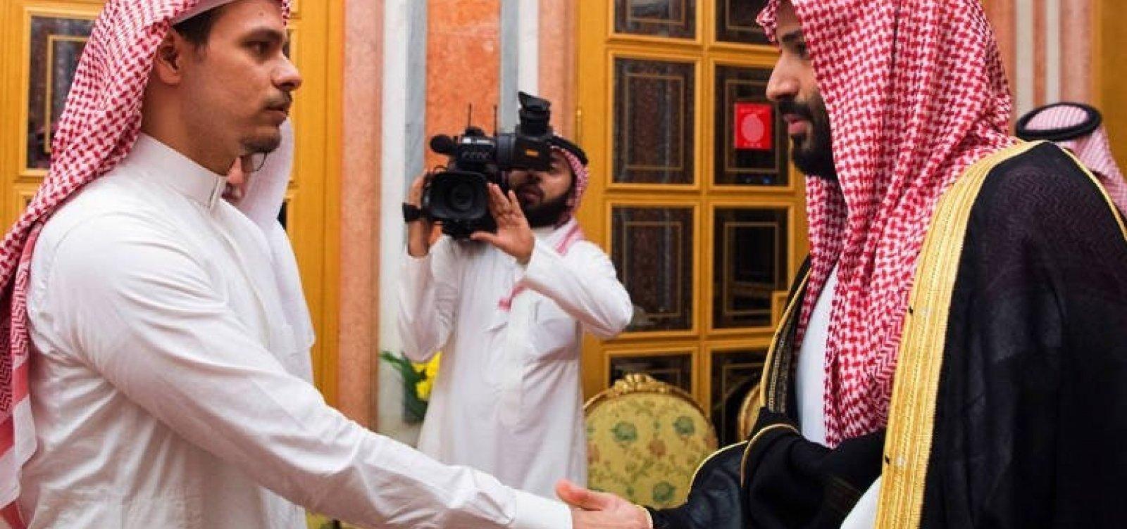 [Filho de jornalista assassinado deixa a Arábia Saudita com a família, diz ONG ]