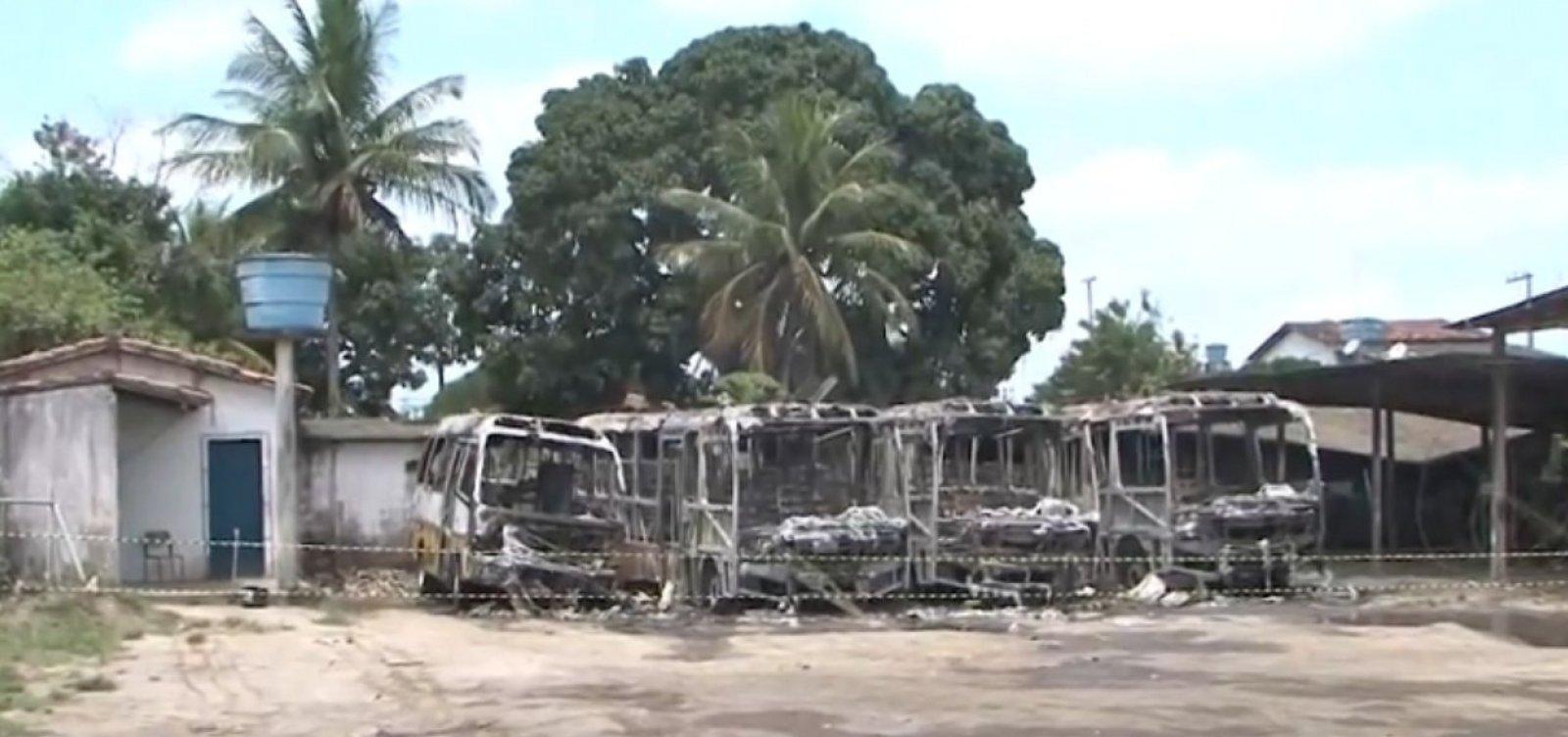 [Quatro ônibus escolares são incendiados em Amélia Rodrigues]