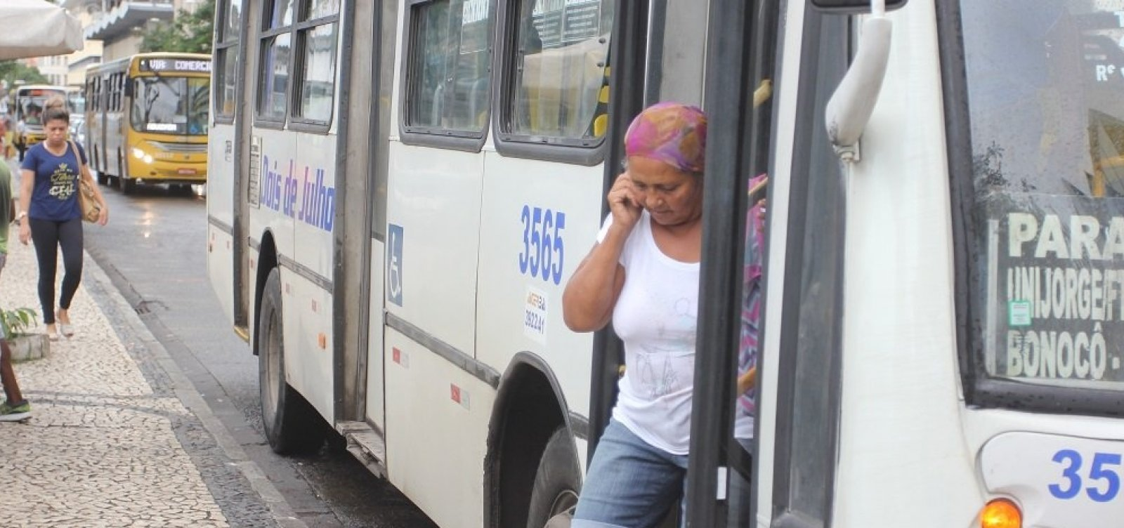 [Após atraso, ônibus circulam normalmente no subúrbio]