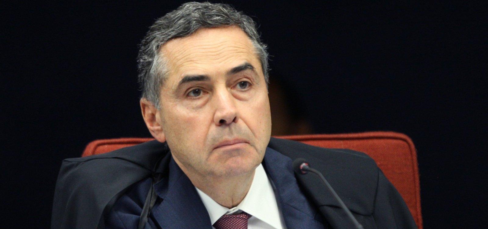 ['Onde houver riscos à democracia, o STF desempenhará seu papel', promete Barroso após voto]