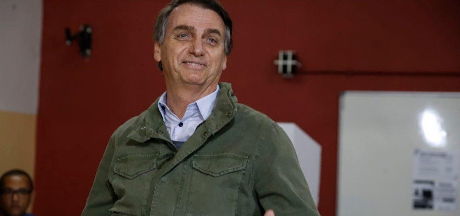 [Após ser eleito, Bolsonaro diz que irá governar com 'ensinamentos de Deus e Constituição']