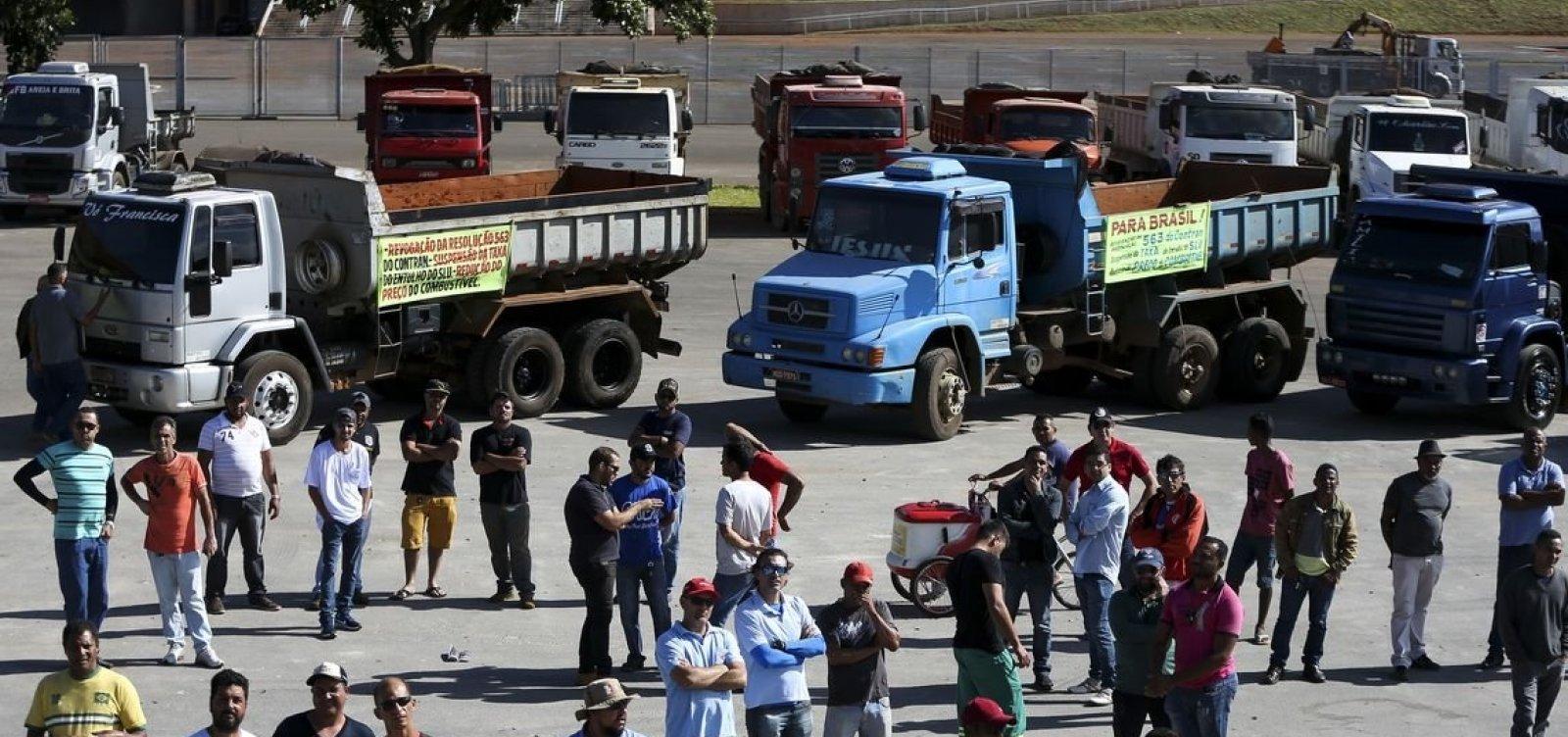[Um dia após as eleições, caminhoneiros se manifestam em Goiás]