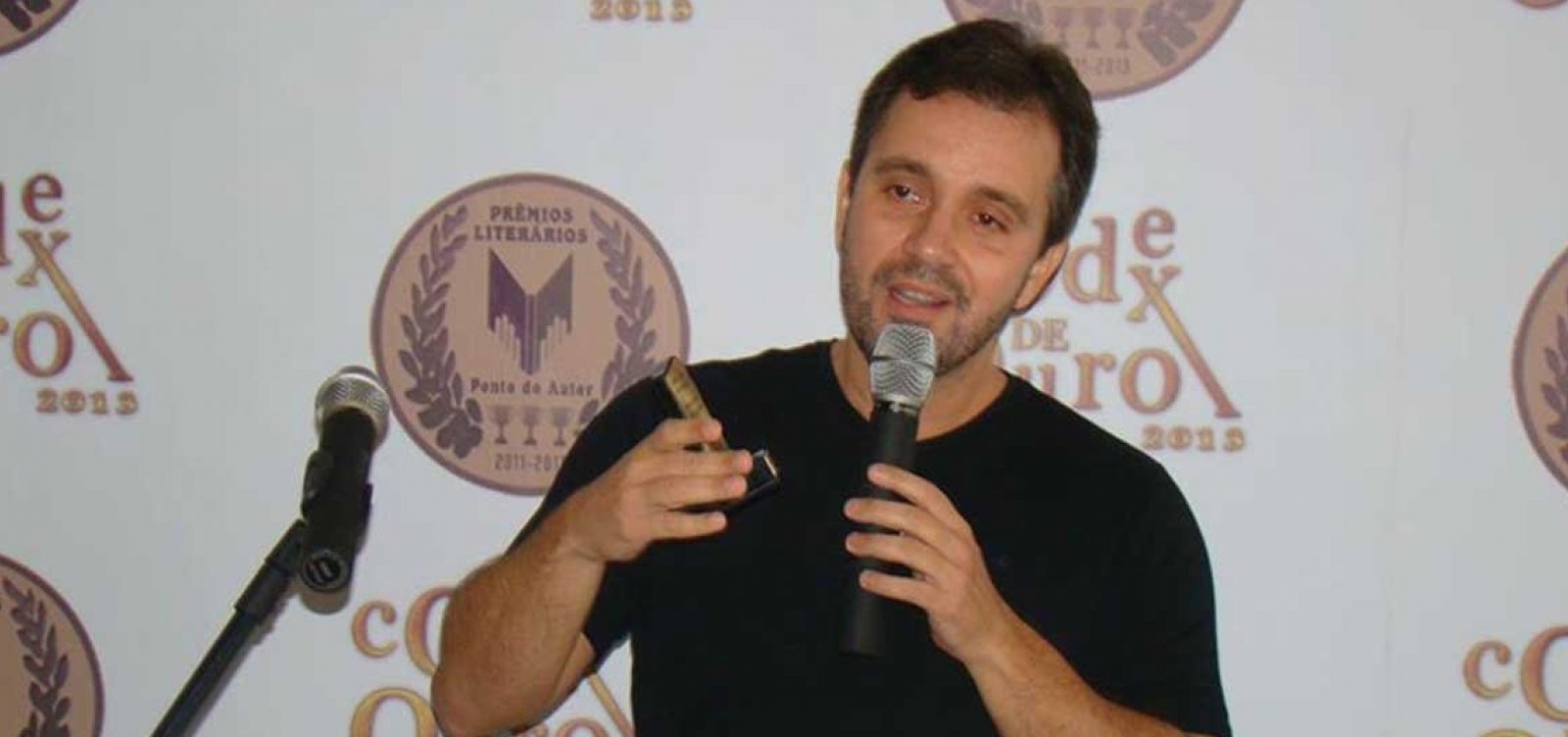 [Bolsonaro aparece como 'herói' contra o petismo, analisa jornalista]