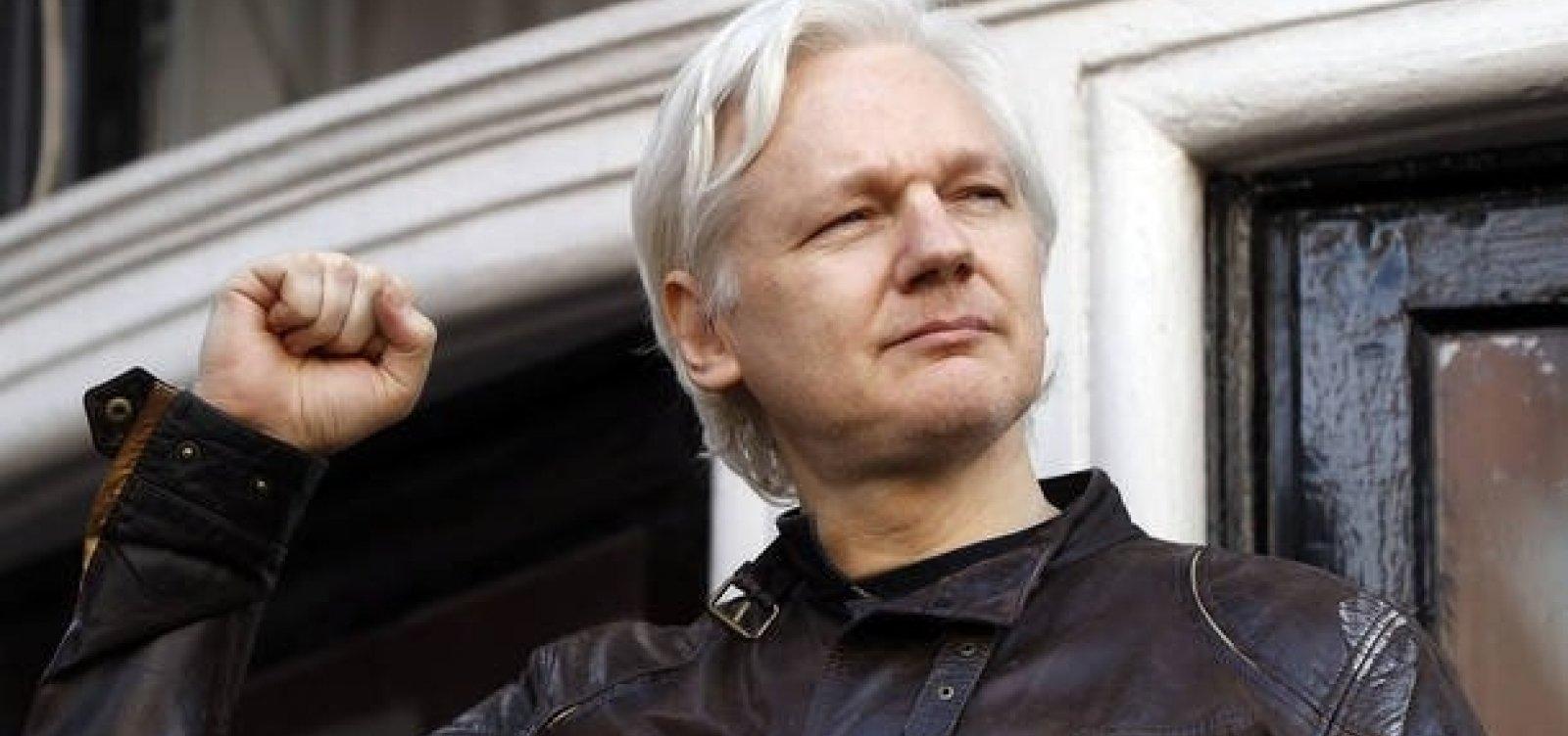 [Fundador do Wikileaks diz que Equador quer encerrar seu asilo político e entregá-lo aos EUA]