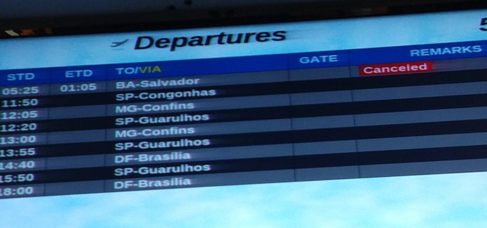 [Voo é cancelado em Porto Seguro e passageiros esperam mais de 12h por novo embarque]