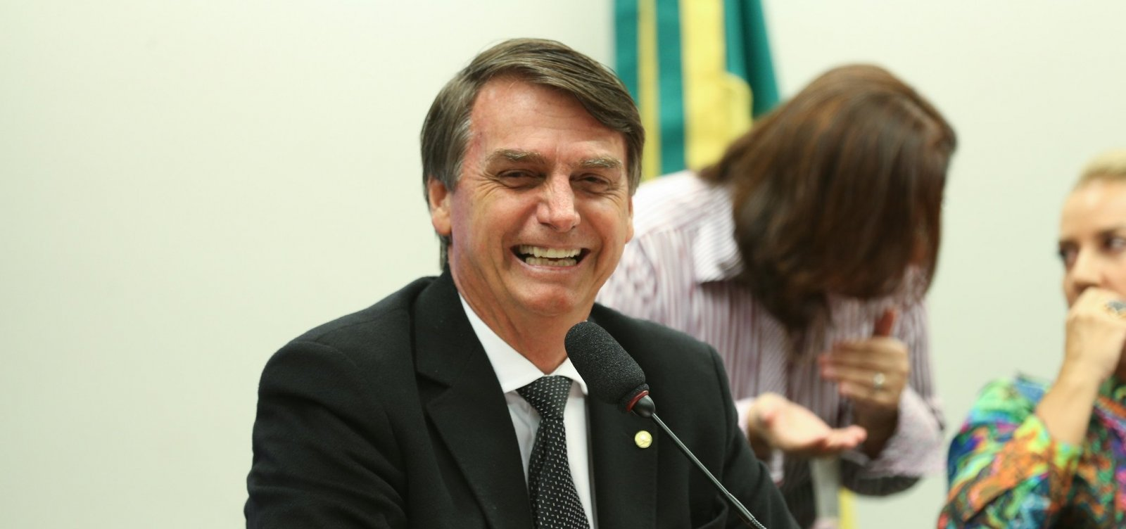 [Bolsonaro diz que quer doar sobra de campanha para Santa Casa]