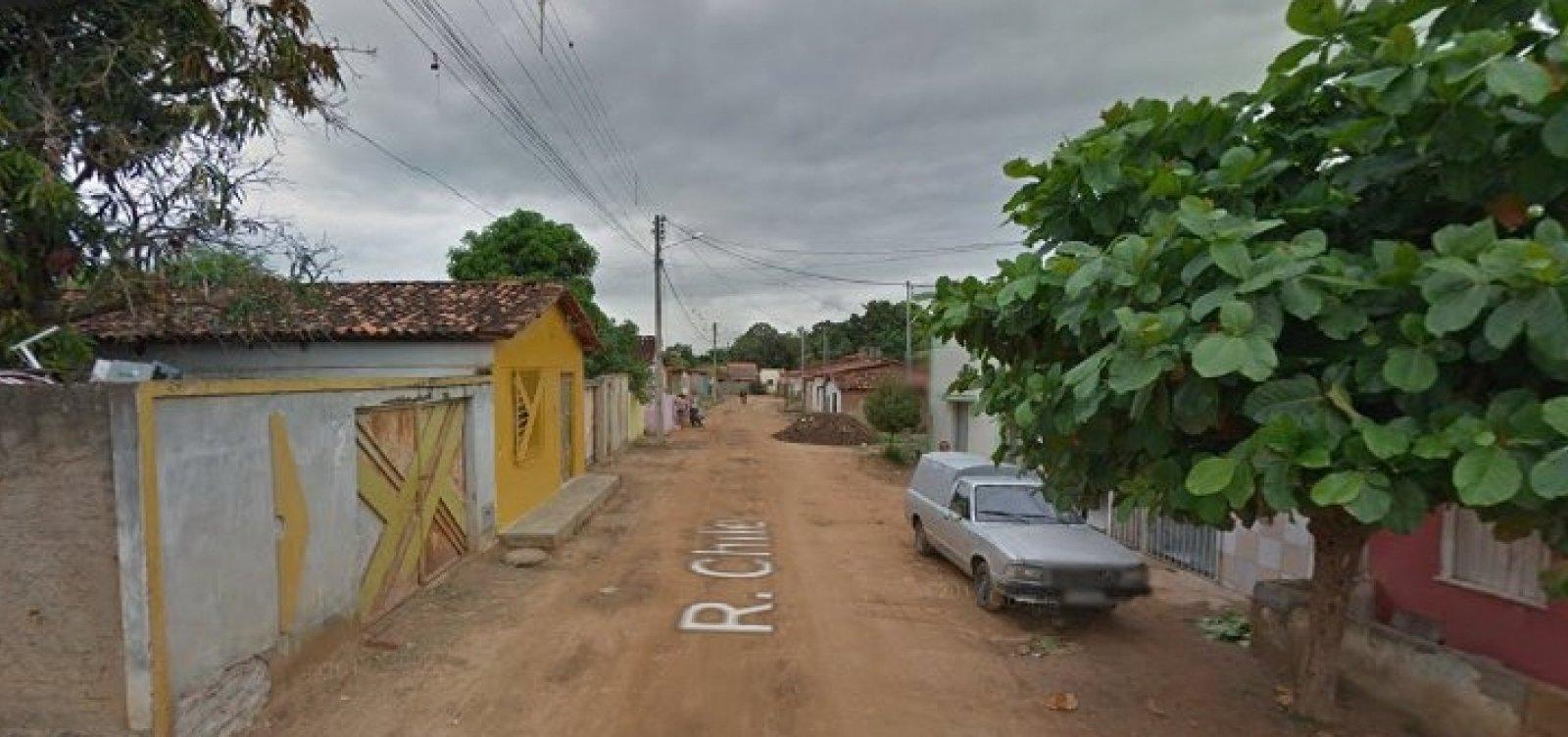 [Criança morre eletrocutada após segurar em ferro que sustentava toldo de igreja, na Bahia]