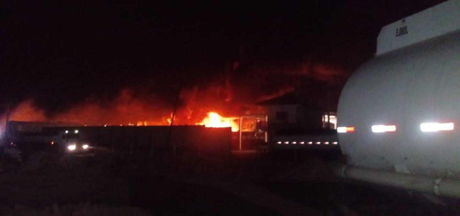 [Explosão em garagem deixa vítima com 95% do corpo queimado em Candeias, na Bahia]