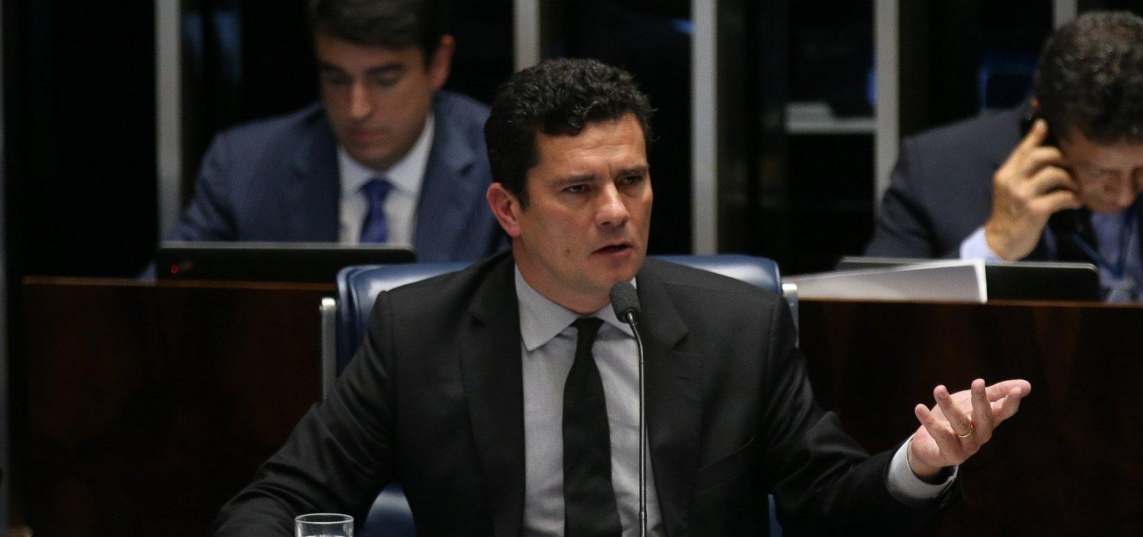 [Bolsonaro abala relação com o Congresso ao escolher Moro, diz coluna]