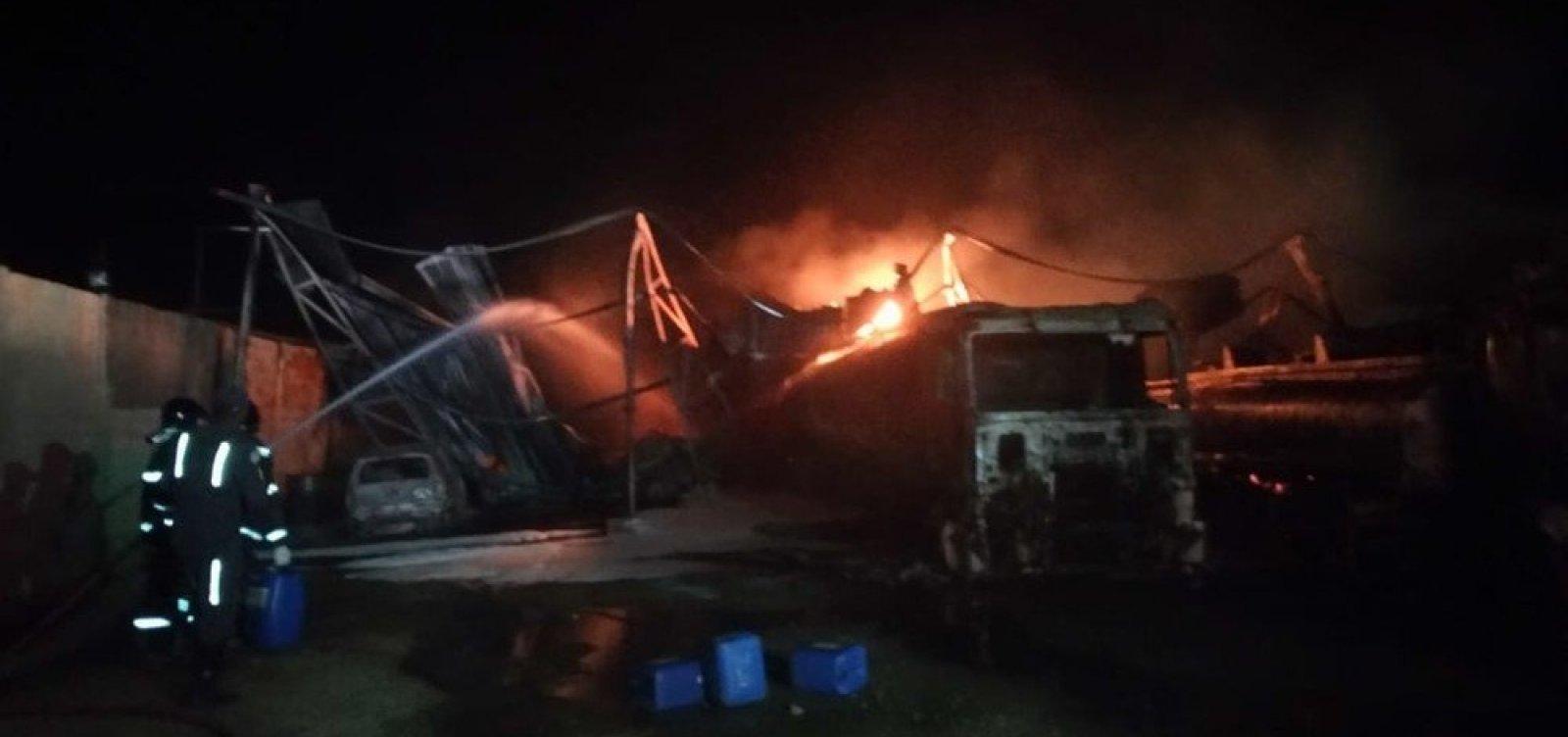 [Polícia investiga distribuição ilegal de gasolina adulterada em local de incêndio em Candeias]