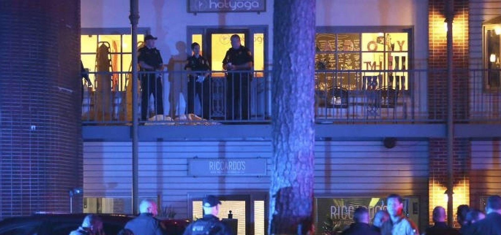 [Homem armado mata duas pessoas e fere outras cinco em salão de ioga na Flórida]